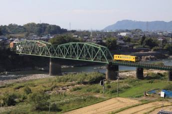 黄色电车和铁道的风景